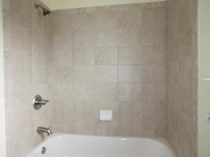 1028 Bathroom Tub