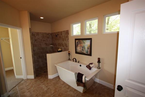 9242 (16) Master Bathroom.jpg