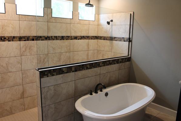 9284 (12) Master Bathroom.JPG