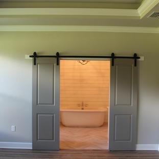 9287 (14) Master Bathroom Doors.JPG