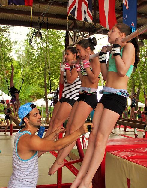 Camp de vacances Gymnastique. Gymnaste en action camps GymRep Quebec Canada