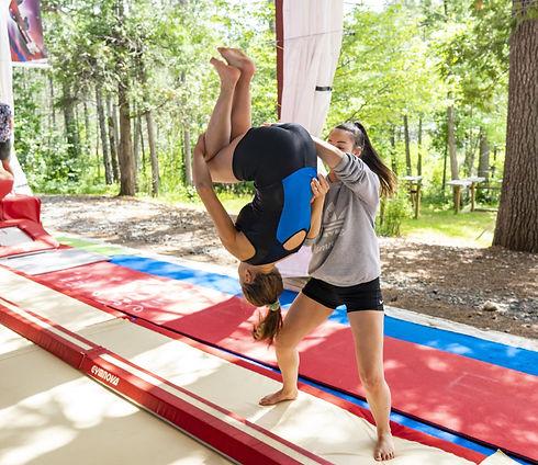 Camp de vacances de gymnastique GymRep Gymnaste en action Quebec Canada