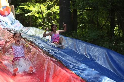 Activité extérieur glissade d'eau camp de gymnastique Camp de vacances gymnastique GymRep