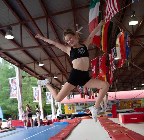 Camps de vacanses Cheerleading. Cheerleader en action CheerRep québec canada
