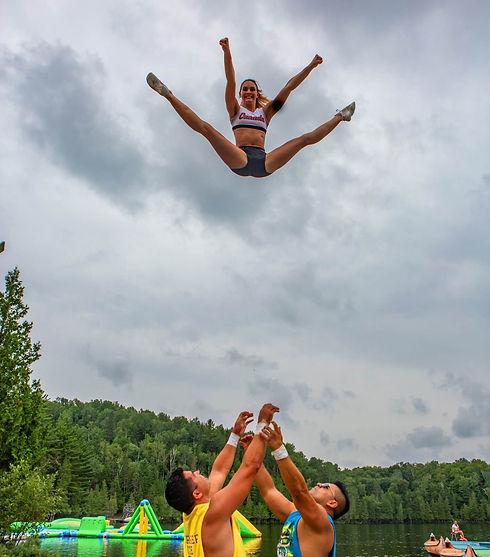 Camp de vancances de cheerleading. chearleadeuse en action CheerReep. Québec Canada.