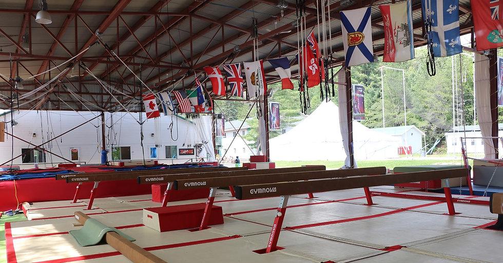 Camps de vancances de gymnastique Gymrep poutre et bar gymnova en plein air