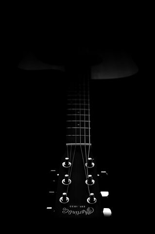 photography-of-dreadnought-acoustic-guit