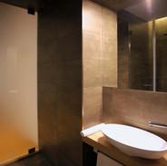studio_bathroom.jpg