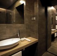 superior_studio_bathroom2.jpg