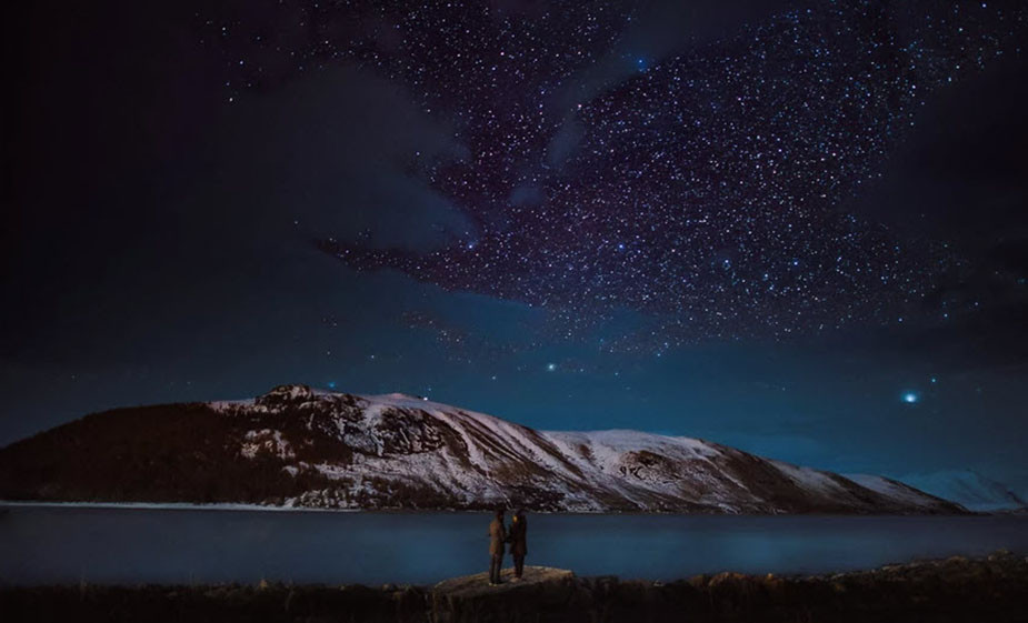 astrophotography couple photoshoot ides under the stars