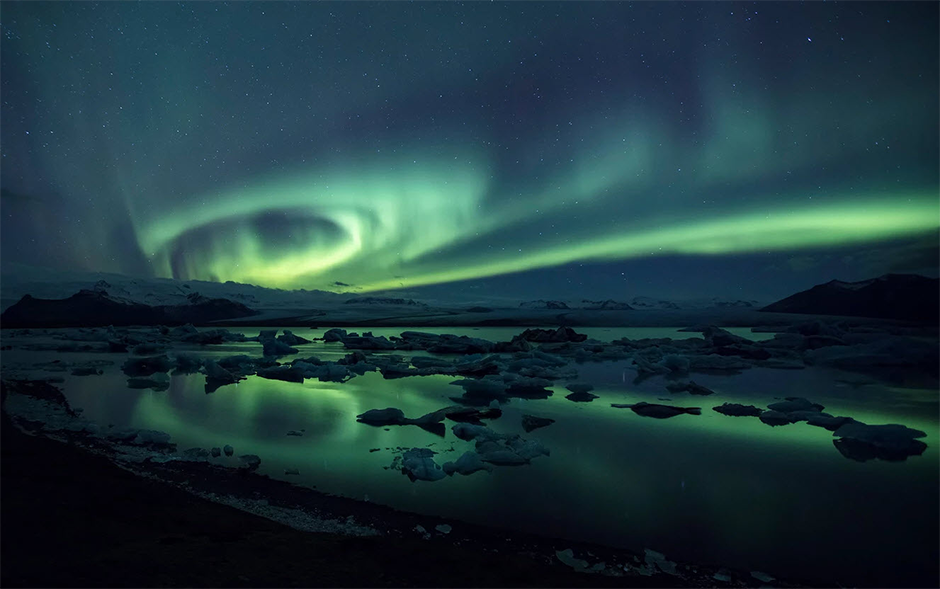 green aurora borealis iceland northern lights