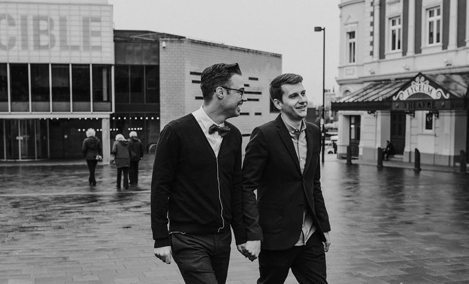 gay couple photoshoot ideas walking on the city holding hands