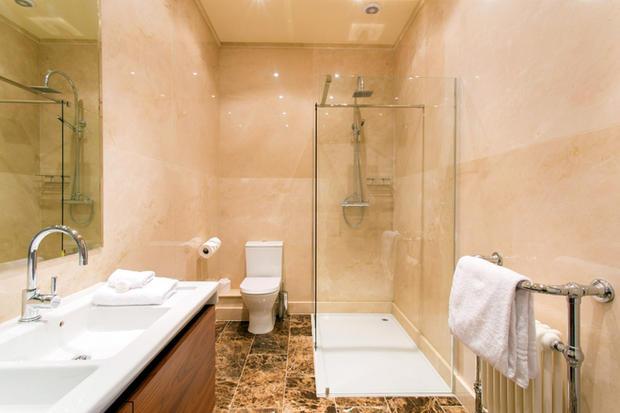 Room 20 Bathroom Small.jpg