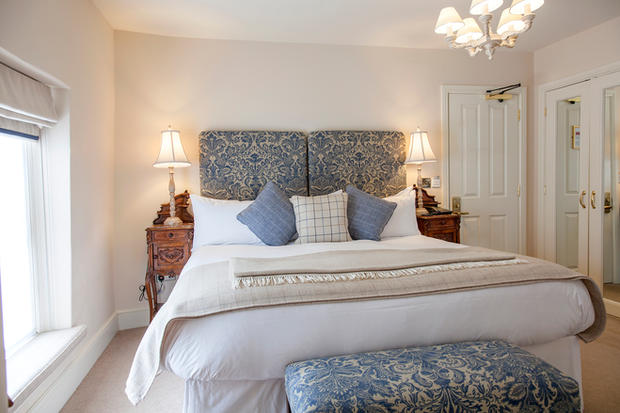 Room 1 Main Bedroom pic 2.jpg