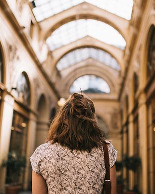 Вид сзади женщины