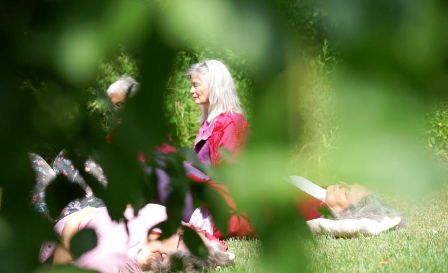 Meditation und Verbindung mit Gebärmutter vor der Babysegnung mit Katharina Sebert.