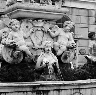 Sulla Fontana Della Piazza