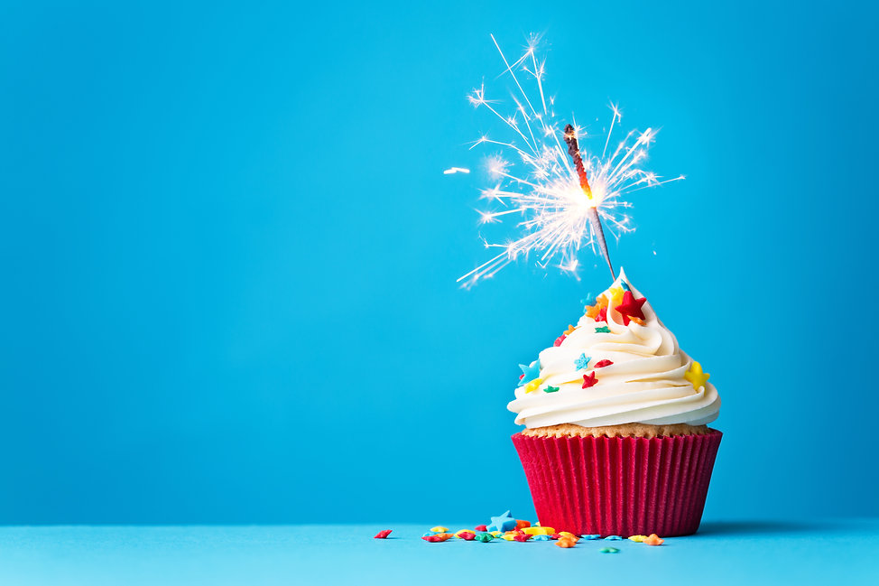 Cupcake-with-sparkler-on-blue-467704570_