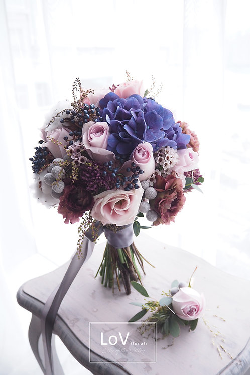 Roses with hydrangea