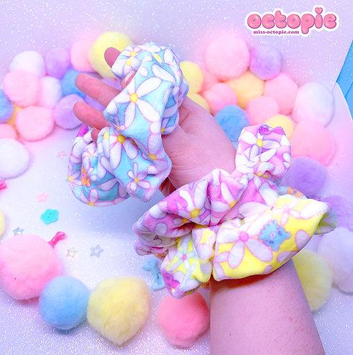 """""""Daisy Cute"""" Velvet Scrunchie"""