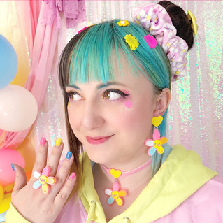 "💐 ""Daisy Cute"" Multi-Colored Earrings, Choker, Ring 💐 Pink ""Daisy Cute"" Velvet Scrunchie"