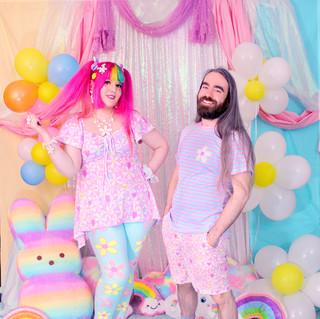 "🌸 Pink ""Daisy Cute"" Lace-up Flare Top 🌸 Blue ""Daisy Cute"" Solid Velvet Leggings 💐 Blue ""Daisy Cute"" Striped T-Shirt 💐 Pink ""Daisy Cute"" Zipper Long Shorts 💐 ""DreamyOcto"" Hi-Top Shoes"