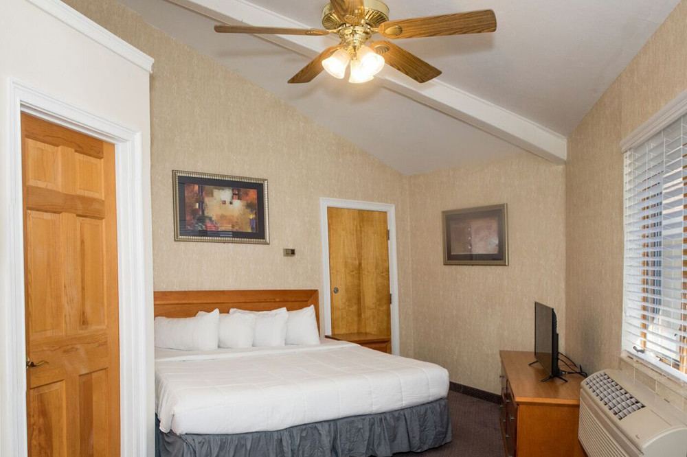 Room_06.jpg