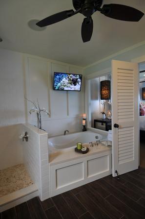 3104: Master Bathroom