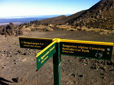 Tongariro Alpine Crossing, Walk the crossing