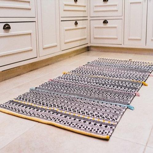 שטיח קילים עם נגיעות צבע