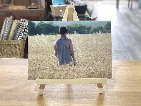 צילום נער בשדה