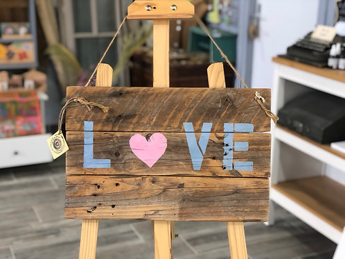 שלט עץ Love