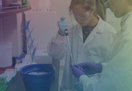 ¿Por qué hay escuelas preparatorias que están incluyendo biología sintética en sus programas?
