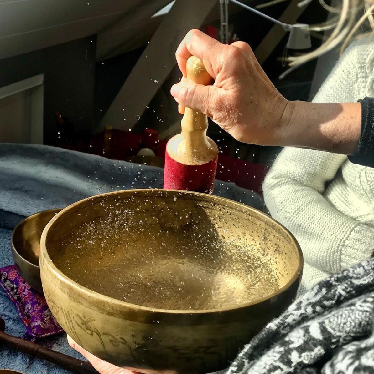 Le massage sonore aux bols tibétains