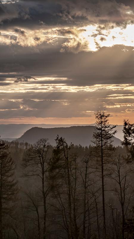 coucher de soleil sur montagnes
