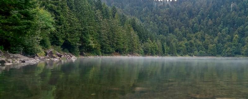 reflets sur un lac d'altitude
