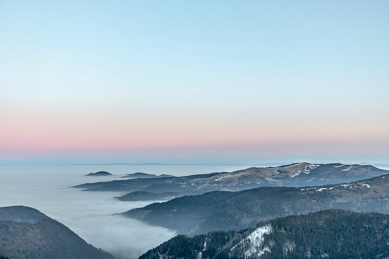 montagnes et mer de brouillard