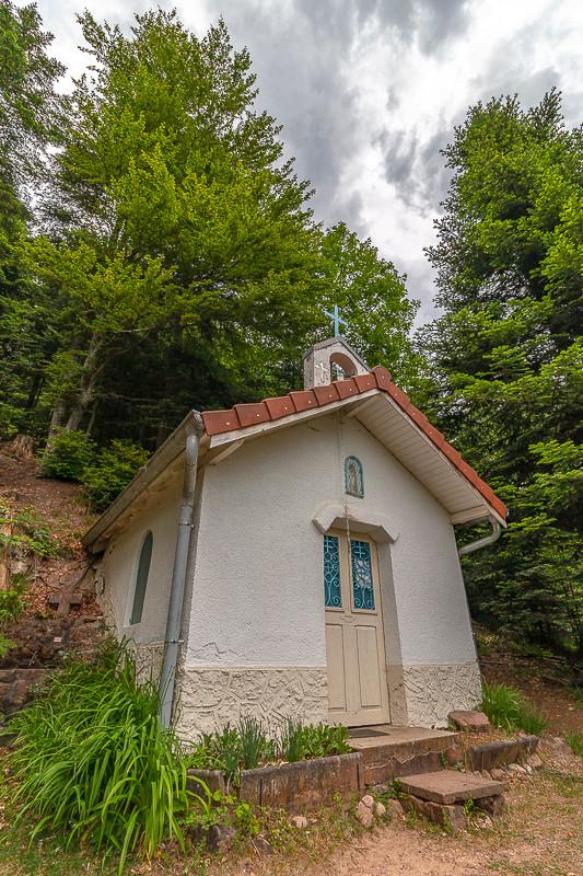 petite chapelle dans les bois