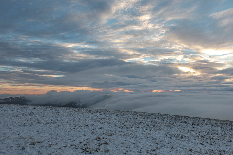 mer de nuages et couche nuageuse en fin de journée
