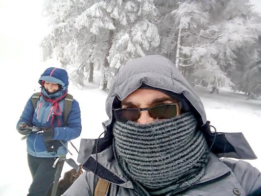 randonneurs bien couverts en période hivernale