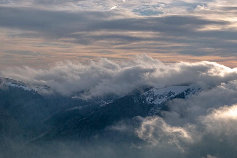 mer de nuages sur une crête
