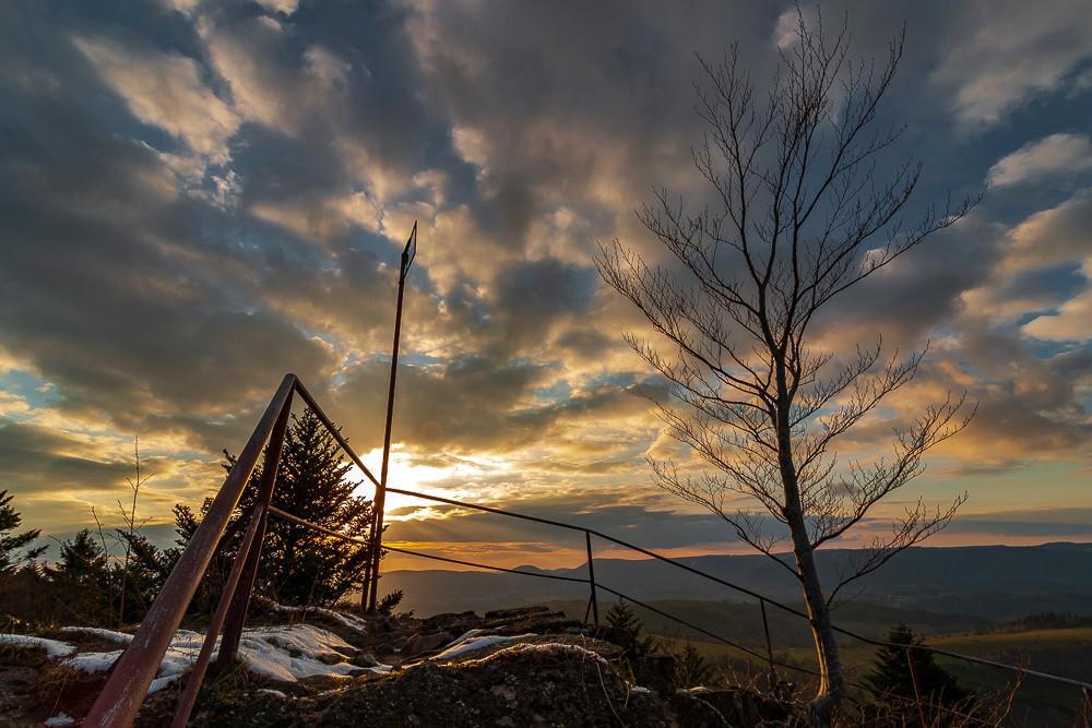 sommet de ruines au soleil couchant