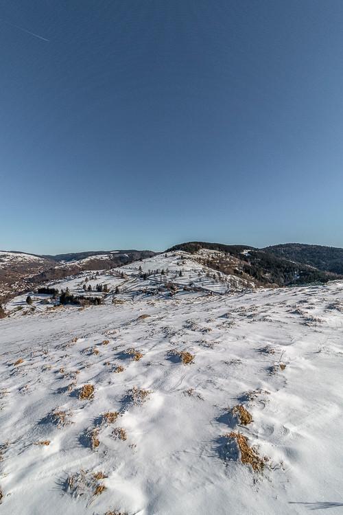 Plateau montagnard sous la neige