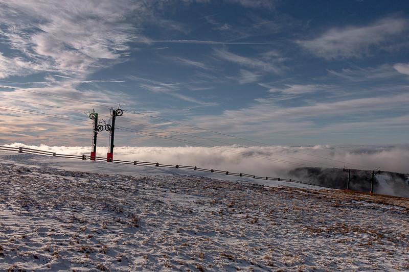 téléski et mer des nuages