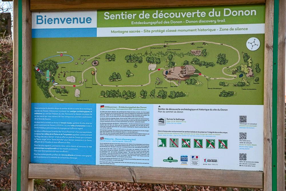 panneau de présentation du sentier de découverte du Donon
