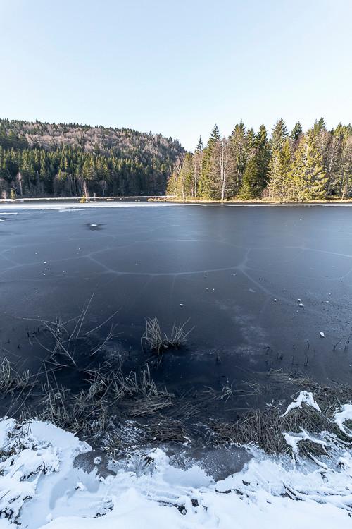 glace sur un lac d'altitude