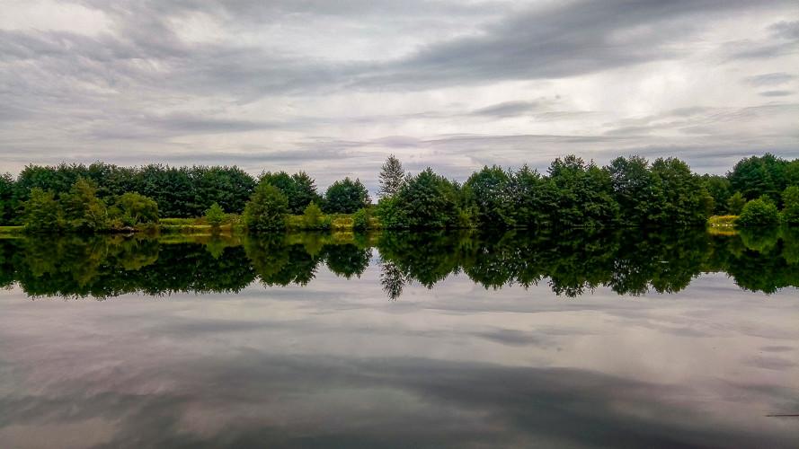 effet miroir sur un étang