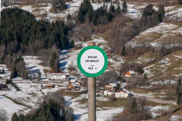 panneau d'information en montagne
