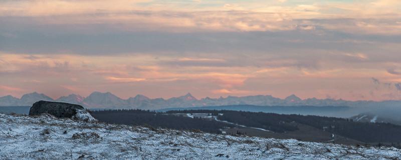 panorama du massif Alpin au coucher du soleil