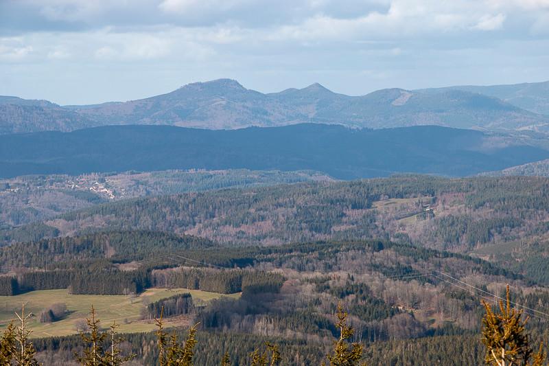 Massif de forêts et de montagnes